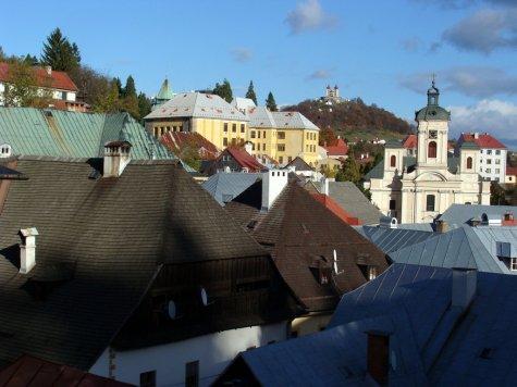 Banska_Szczawnica_widok__w_kierunku_Kalwarii_ponad_dachami_miasta1