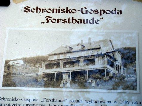Karkonosze_Budniki_tablica_informacyjna_obok_pozostalosci_po_schronisku