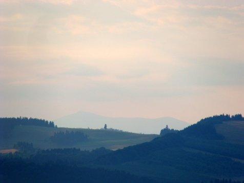 Widok_sprzed_schroniska_pod_muflonem_na_Sniezke_lato1