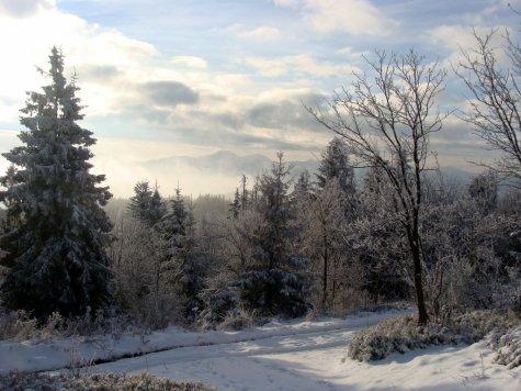 Zimowa_bajka_w_listopadowy_poranek_na_Wielkiej_Raczy_widok_w_kierunku_Malej_Fatry